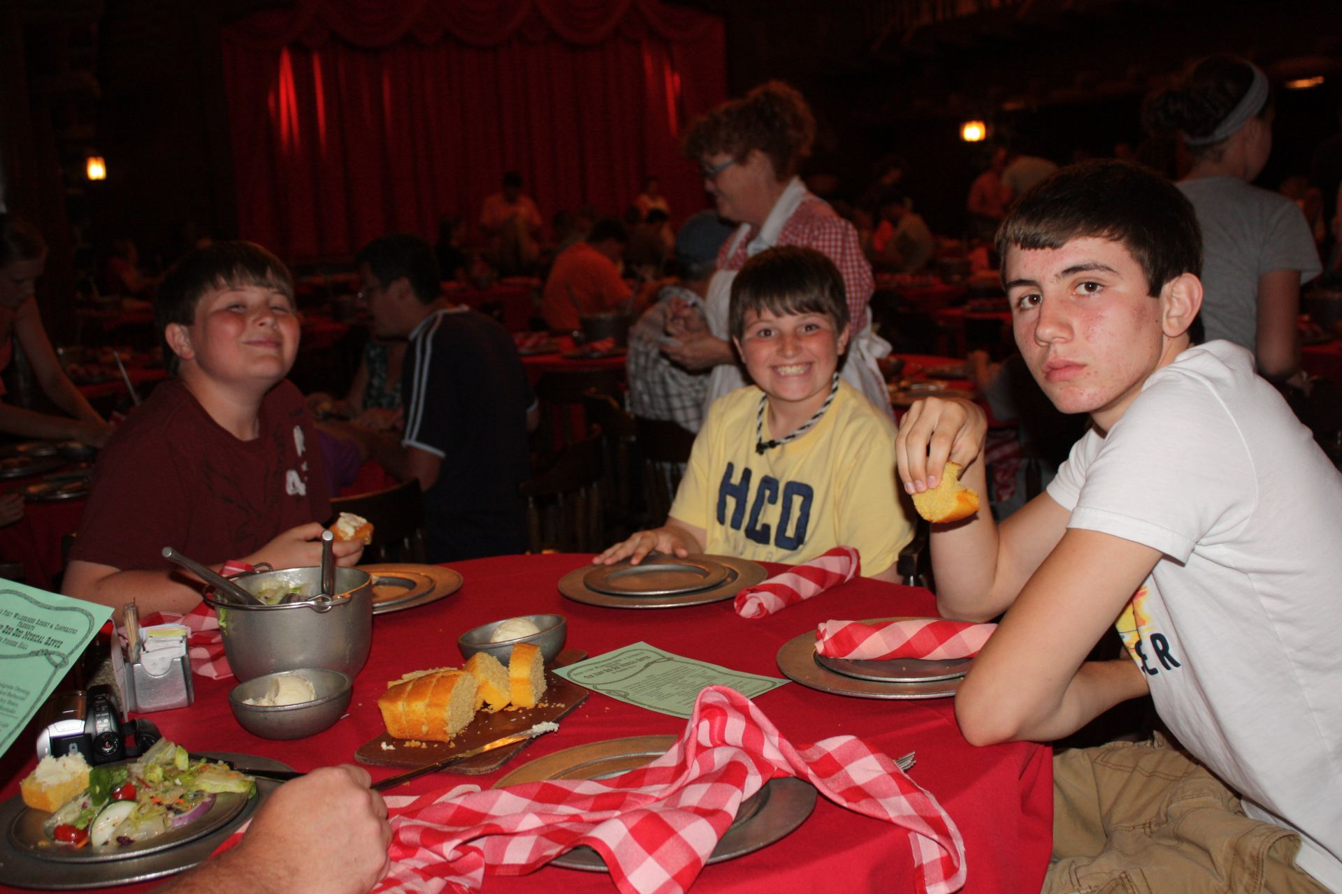 boys eating at hoop dee doo